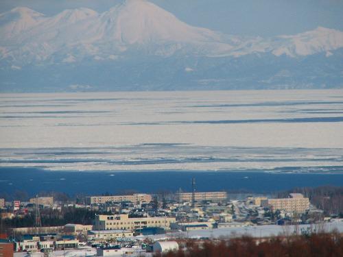 オホーツク海と街並み