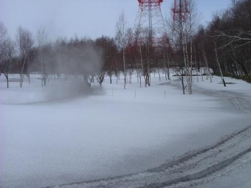 融雪剤をPG場へ散布